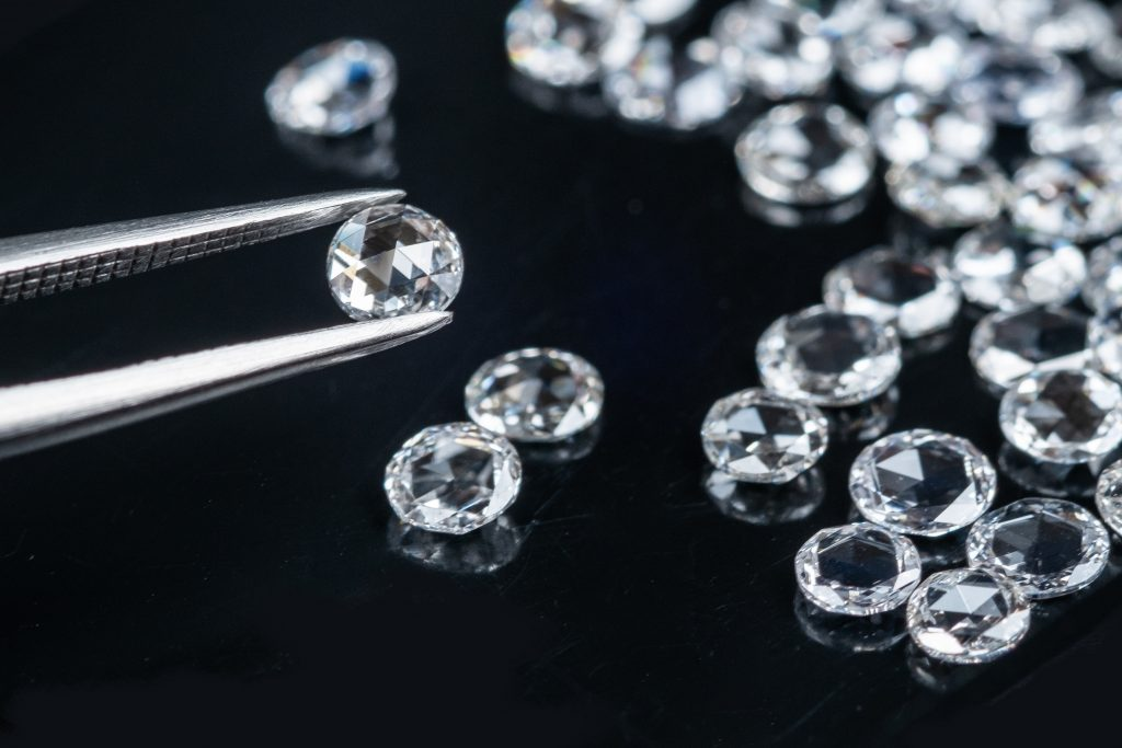 rose cut diamonds have triangular facets and a flat bottom